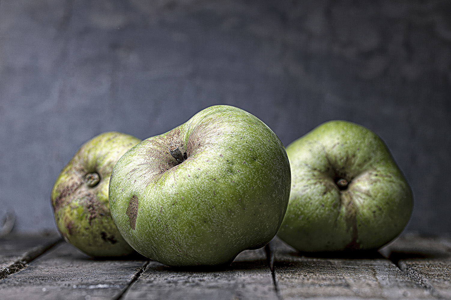Three apples on Wood © Paul Worpole
