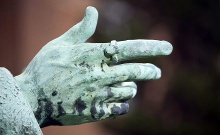 Hand of the founder of Manchester Grammar School